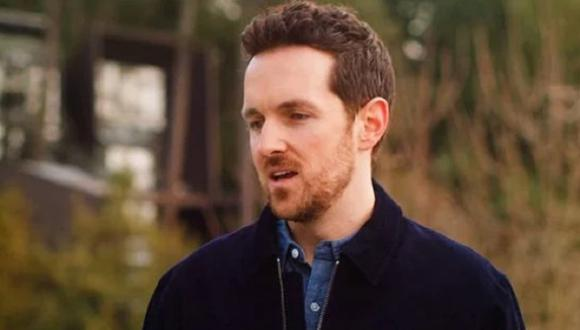 """Jason McKinnon interpreta a Sean Mularkey en la primera temporada de """"El baile de las luciérnagas"""" (Foto: Netflix)"""