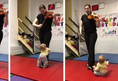 Bebé escucha el sonido de un violín por primera vez y su reacción cautiva a miles en redes