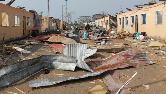 Una vista general de las secuelas de una explosión en Bata, Guinea Ecuatorial, el 8 de marzo de 2021. (EFE / EPA / JOSE LUIS ABECARA AGUESOMO).