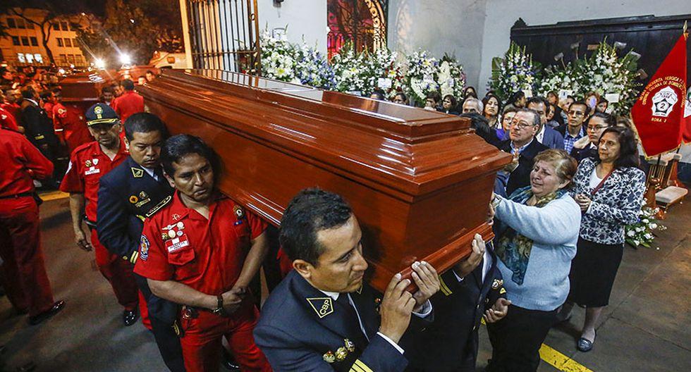 El velatorio de los tres bomberos fallecidos en incendio - 11