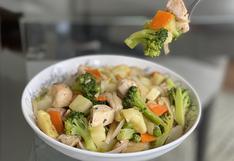 Ensalada caliente: un contundente plato con pollo, zanahorias y brócoli para salir del apuro