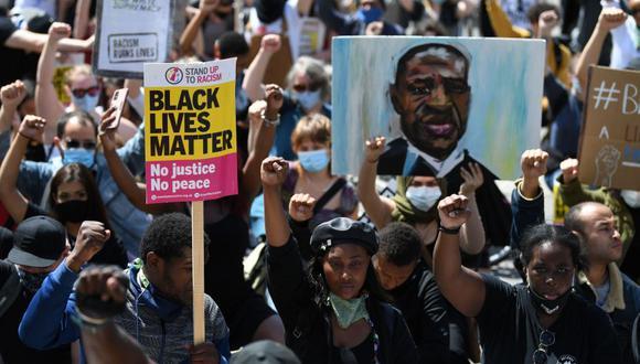 Imagen captada el 13 de junio durante una protesta en Londres contra el racismo luego del asesinato del afroamericano George Floyd en Estados Unidos | AFP / DANIEL LEAL-OLIVAS