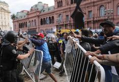 Diego Maradona: Hinchas rompieron medidas de seguridad para ingresar a velatorio