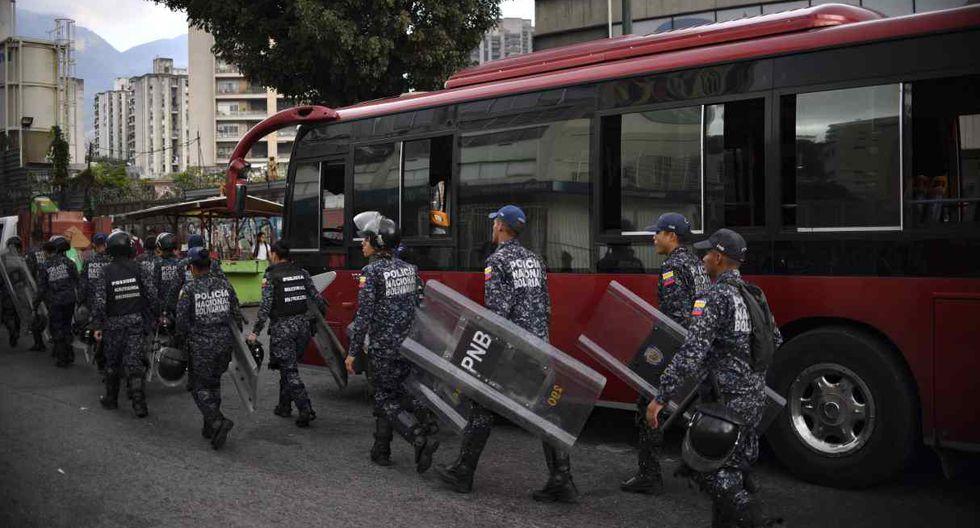 El ministro de comunicaciones, Jorge Rodríguez, dijo el miércoles que Maduro decidió que el sector público reanudaría el trabajo el jueves, aunque las escuelas estatales permanecerán cerradas por un día más. (Foto: AFP)