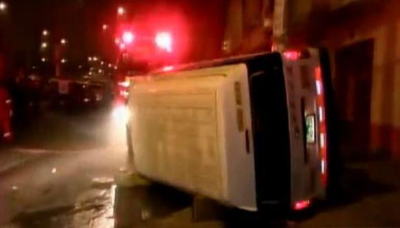 Un muerto y ocho heridos deja un accidente de combi
