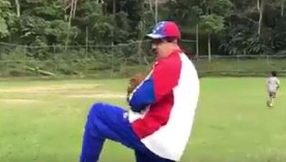 Venezuela: Maduro graba mensaje mientras juega béisbol [VIDEOS]
