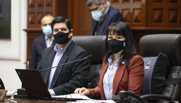 La presidenta del Congreso, Mirtha Vásquez, lamentó las ausencias de Elvia Barrios y Pablo Sánchez en sesión de la Comisión Permanente. (Foto: Twitter Congreso de la República)