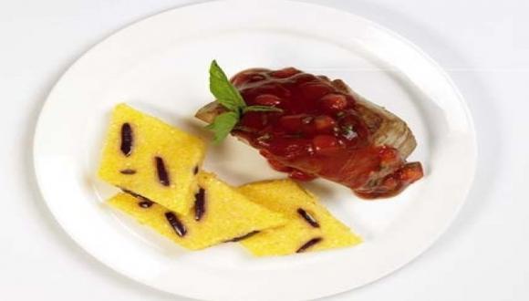 Atún con puré de tomate y ñoquis de polenta