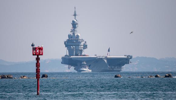 El portaaviones Charles de Gaulle está en el puerto militar de Tolón. (AFP / Christophe SIMON).