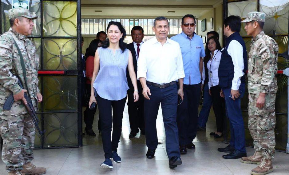 Ollanta Humala y su esposa Nadine Heredia tras votar en el referéndum. El ex mandatario dice que