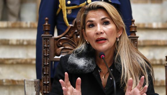"""La presidenta interina de Bolivia no ahondó en el asunto, pero dijo que el anuncio buscará la """"recuperación de la credibilidad democrática de nuestro país"""". (AP)"""