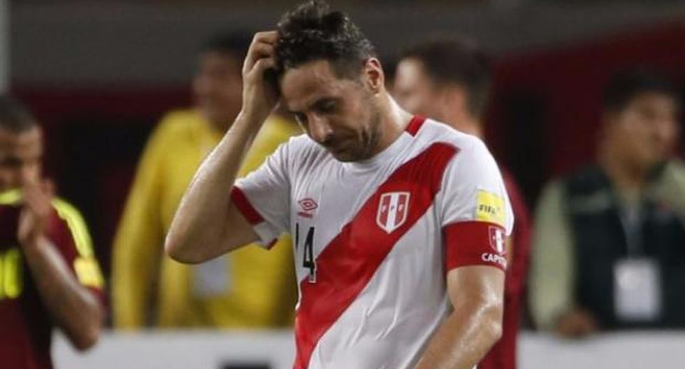 Claudio Pizarro guardaba la esperanza de acudir al Mundial Rusia 2018 con la selección peruana. Sin embargo, sus constantes lesiones y baja efectividad goleadora impidieron que cumpliera su anhelo. (Foto: AFP)