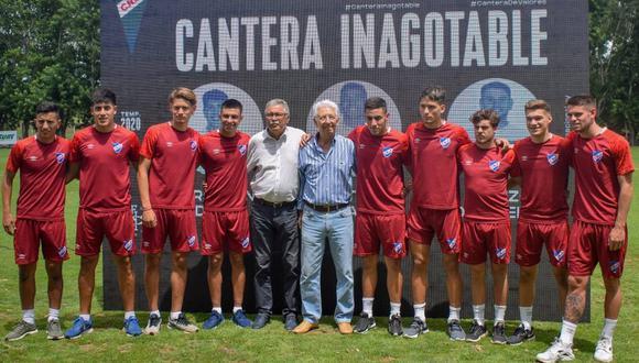 Nacional presentó a los nueve juveniles que estarán en la pretemporada 2020. (Foto: Club Nacional)