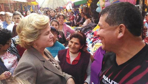 Pilar Nores acompañó a Enrique Cornejo en recorrido por mercado