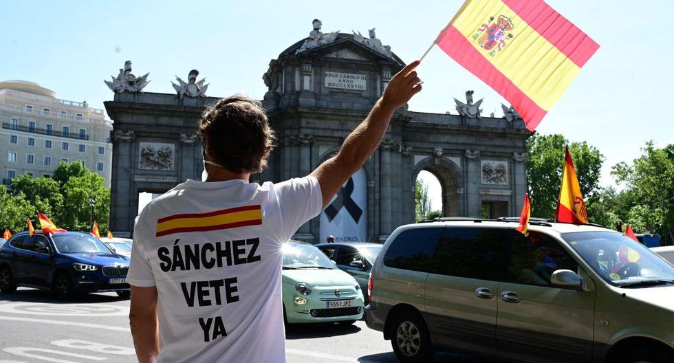 """Vox pidió a los participantes en la """"Caravana por España y su libertad"""" que saliesen a la calle en auto y motos para esquivar la prohibición de celebrar reuniones sociales contemplada en el estado de alarma por el coronavirus. (EFE/Víctor Lerena)."""