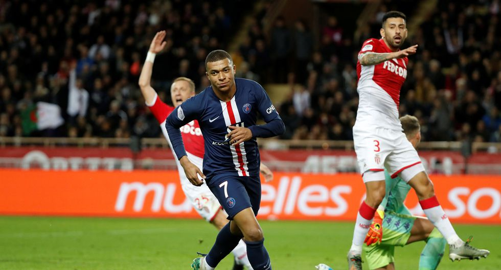 Soccer Football - Ligue 1 - AS Monaco vs Paris St Germain - Stade Louis II, Monaco - January 15, 2020   Paris St Germain's Kylian Mbappe celebrates scoring their first goal     REUTERS/Eric Gaillard