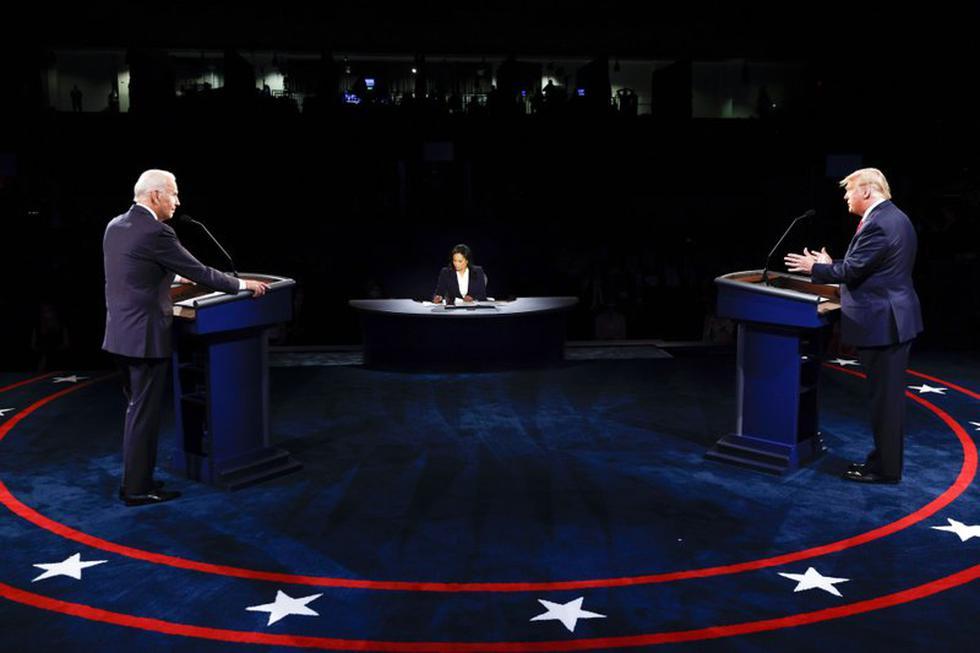 El presidente Donald Trump y el exvicepresidente y candidato demócrata a la presidencia Joe Biden participan en el debate final en la Universidad de Belmont, el jueves 22 de octubre de 2020, en Nashville, Tennessee (Jim Bourg / Pool vía AP).