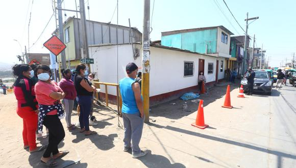 La víctima fue identificada como Miguel Soto Blanco.  El hallazgo se realizó en el asentamiento humano Oasis de ese distrito. (Foto: César Córdova - El Comercio)