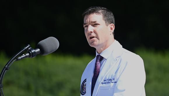El médico de la Casa Blanca, Sean Conley. (Brendan SMIALOWSKI / AFP).
