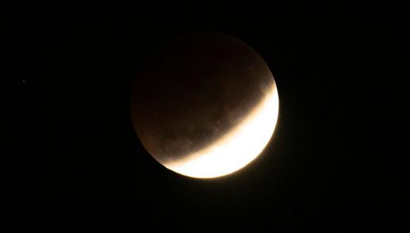 En la madrugada del 26 de mayo se produjo un eclipse lunar que también generó el fenómeno conocido como superluna de sangre | Foto: AFP