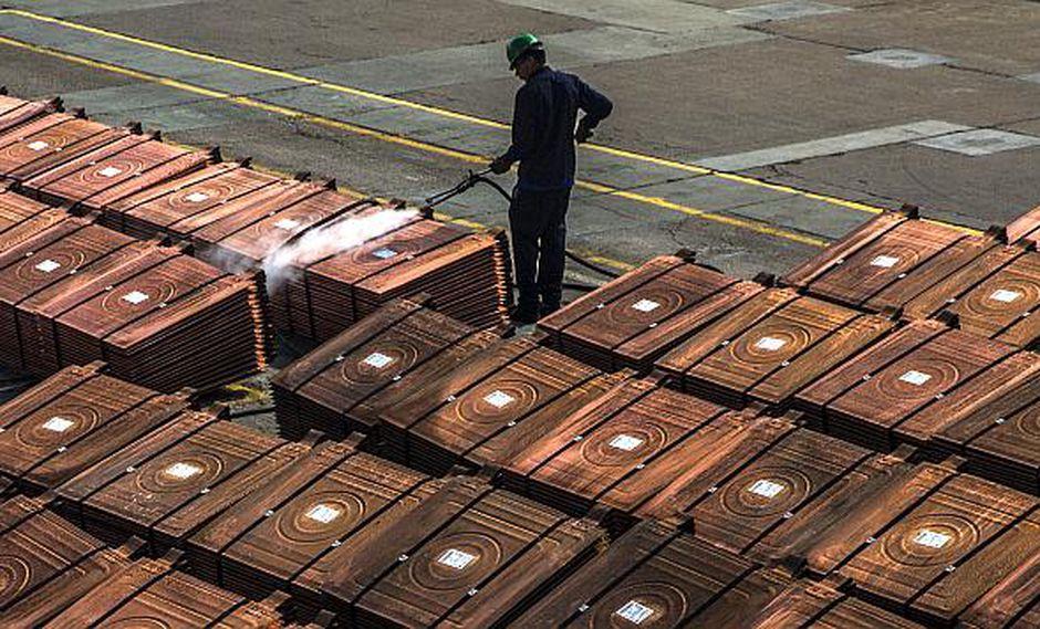 Los pronósticos de Apple afectaron negativamente al metal rojo. (Foto: AFP)