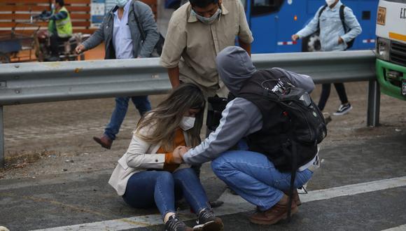 Debido al impacto, la periodista de TV Perú será trasladada a un nosocomio cercano para una mejor atención. Foto: Britanie Arroyo / @photo.gec