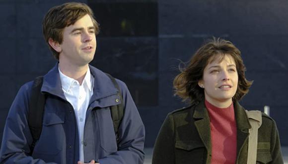Shaun y Lea saliendo del hospital después de una larga noche (Foto: The Good Doctor/ ABC)