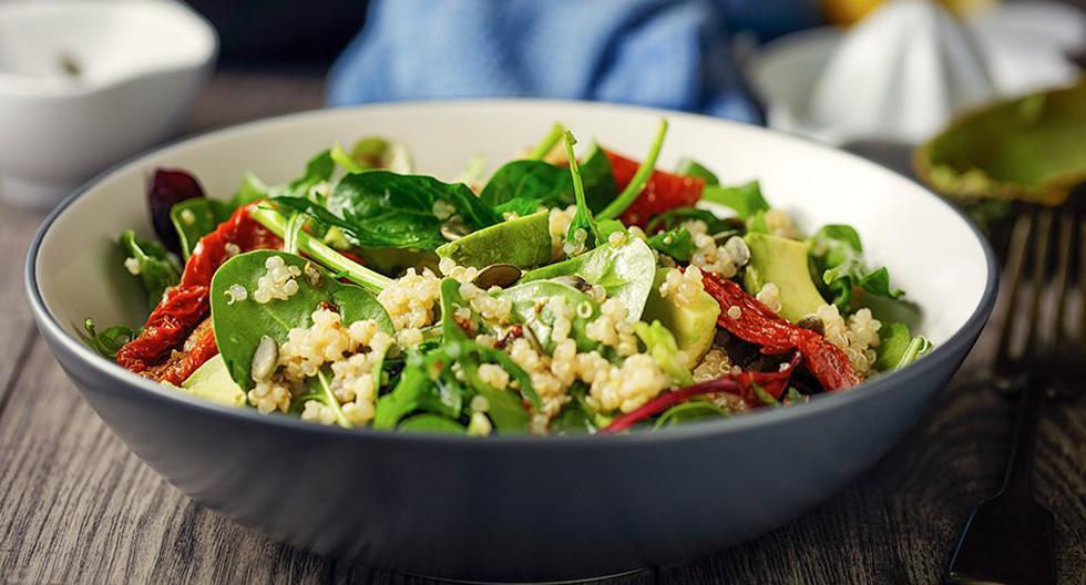 Los alimentos verdes son una excelente fuente de calcio que el cuerpo necesita.