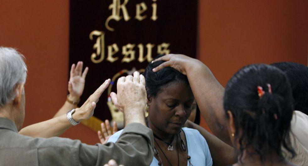 Esta imagen de mayo del 2007 muestra a devotos del Centro Unificado Evangélico (CEU) durante un servicio de adoración en Río de Janeiro. (Foto: AFP)