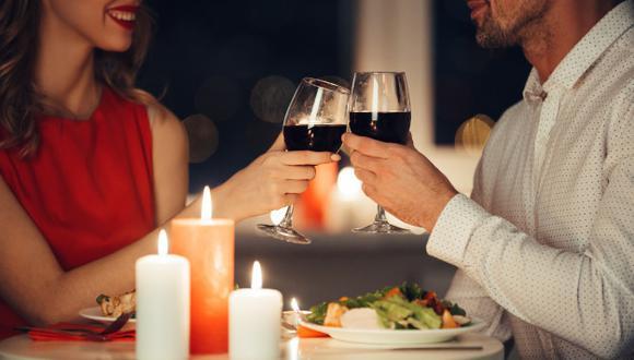 Una cena romántica en el restaurante equivocado podría llevarlo a la bancarrota. (Foto: Banco Azteca)