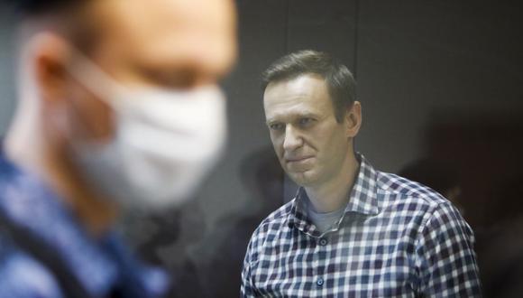 Alexei Navalny asiste a una audiencia en Moscú, Rusia, el 20 de febrero de 2021. (REUTERS/Maxim Shemetov/Archivo).