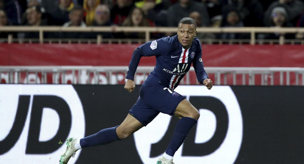 PSG's Kylian Mbappe runs during the French League One soccer match between Monaco and Paris Saint-Germain at the Louis II stadium in Monaco, France, Wednesday, Jan. 15, 2019. (AP Photo/Daniel Cole)
