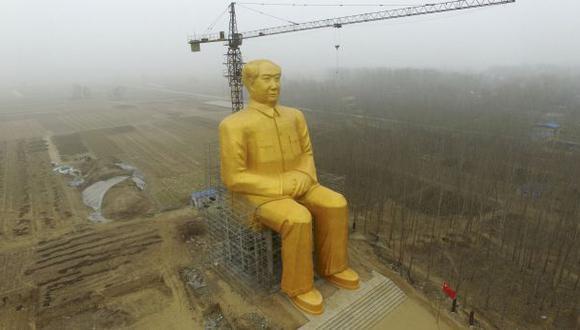 China construye una colosal estatua dorada de Mao Tse Tung