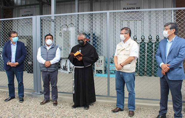 Summa Gold entregó una Planta de Oxígeno al Hospital de Huamachuco. Fue inaugurada en presencia del gobernador de La Libertad y el alcalde provincial de Sánchez Carrión.