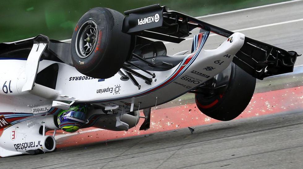 De cabeza: así estuvo por un momento el monoplaza de Felipe Massa al ser chocado por el auto del danés Kevin Magnussen. (Foto: AP)