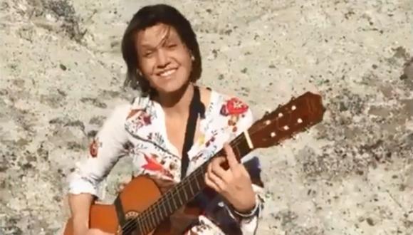 Inés Zorreguieta solía cantar y acompañar su voz con la guitarra. (Captura de video)