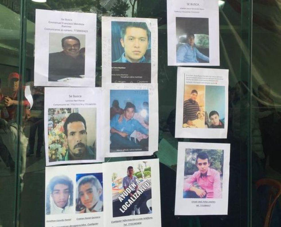 Decenas de familias buscan a sus desaparecidos tras la explosión.