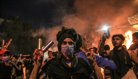 Con frecuencia, las protestas en Karbala, Bagdad y otras ciudades del sur de Irak se han tornado violentas, con disparos de las fuerzas de seguridad y manifestantes prendiendo fuego a edificios de gobierno y cuarteles de las milicias respaldadas por Irán. (Referencial AFP)