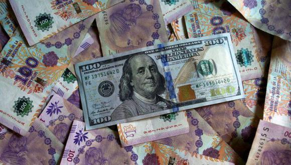 """Hoy el """"dólar blue"""" se cotizaba en 151 pesos en Argentina. (Foto: Reuters)"""