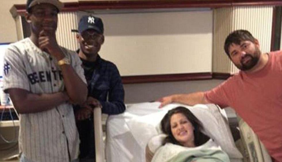 Se equivocó de número al avisar que su bebé ya nació y los desconocidos llegan igual con regalos al hospital. (Facebook)
