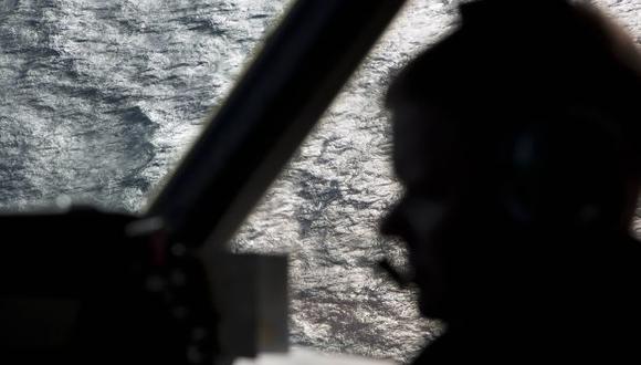 cerca de una veintena de aviones y barcos buscan los restos del Boeing 777 en un extenso perímetro al sur del océano Índico. (Foto: AP)