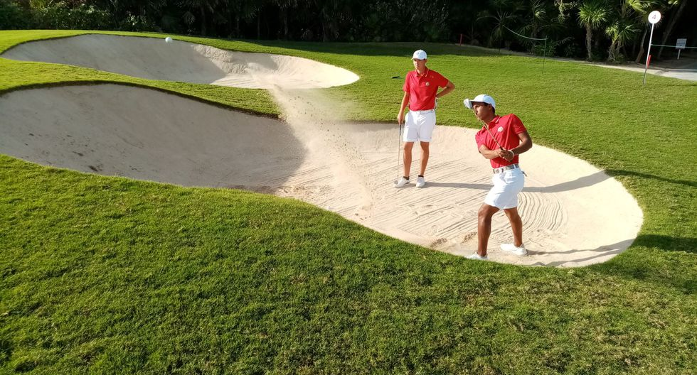 Smith Gálvez practicando en el Club de Golf de Mayakoba. (Foto: Ángel Ochoa / Andina)