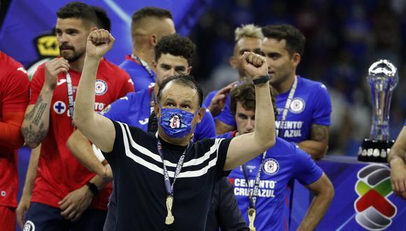 ¡Cruz Azul campeón! Luego de un frenético encuentro, los dirigidos por Juan Reynoso lograron empatar el duelo ante Santos para coronarse. (Foto: AP)