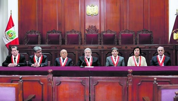 En sesión reservada, los siete magistrados del Tribunal Constitucional admitieron a trámite la demanda por disolución del Congreso y la medida cautelar para suspender los efectos de la decisión del Ejecutivo. Foto: Anthony Niño de Guzmán