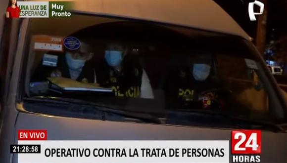 Los integrantes de la Dirección Contra la Trata de Personas de la PNP intervinieron a unas 40 personas, entre mujeres que eran explotadas sexualmente y clientes. (Foto: captura de video Panamericana)