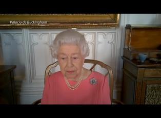 La reina Isabel II anima a vacunarse contra el covid-19 y pensar en los demás