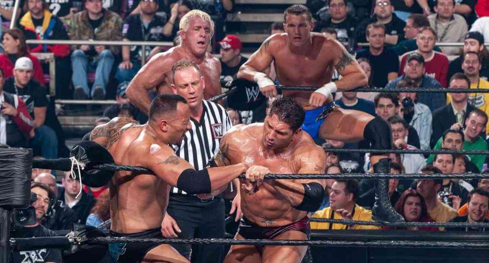 Evolution, el equipo de Randy Orton, venció a The Rock y Mick Foley. (Foto: WWE)
