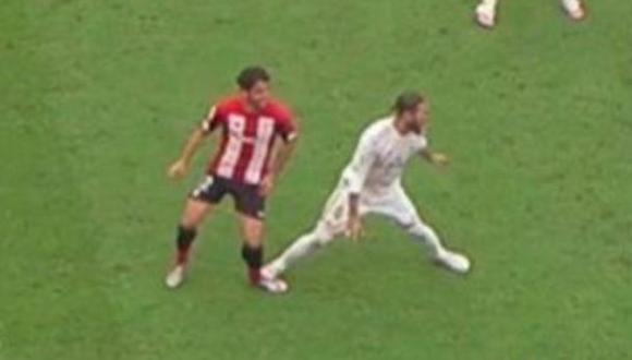 La polémica jugada protagonizada por Sergio Ramos y Raúl García en el Real Madrid-Athletic Club. (Captura: ESPN) 9