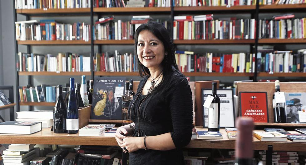 """Escritora Cusqueña Karina Pacheco, revisita el amenazado paraíso perdido de su infancia en la novela """"El año del viento"""", editada por Seix Barral. (Foto: César Campos)"""