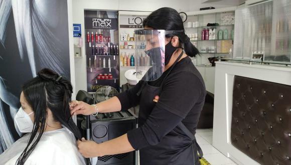 En el Perú existen más de 30.000 peluquerías, cuya fuerza laboral es prioritariamente femenina (90%) y cabeza de familia. Estos negocios mueven al año S/600 millones.